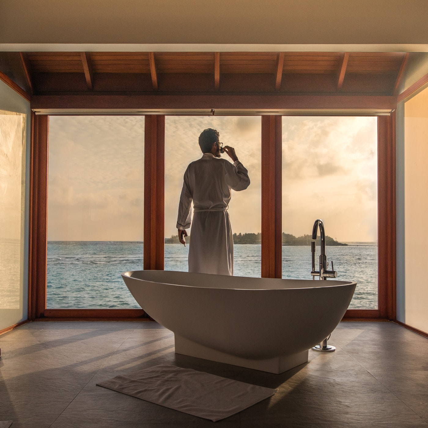 A Free-Standing Bathtub